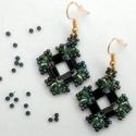 Smaragd románca, Ékszer, Szerelmeseknek, Fülbevaló, Kocka alakú tetszetős fülbevaló.  Hossza kb. 3,5 cm.  Arany színű nikkelmentes akasztóra illesztette..., Meska