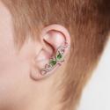 Zöld ezüst drótozott fülgyűrű, Ékszer, Fülbevaló, Piercing, testékszer, Ötvös, Ékszerkészítés, Zöld üvegkristályokból és ezüstözött drótból készült fülgyűrű.   Hossz: kb. 32mm  A fülgyűrűk visel..., Meska