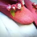 Hétvirágos nemez papucs női , Ruha, divat, cipő, Cipő, papucs, Nemezelés, Varrás, Ez a papucs már postázásra készen áll.  Eper és málna színekben pompázik ez a nemezpapucs. Kézzel k..., Meska