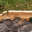 Játék fakocsi, teherautó, kamion, Játék, Fajáték, Famegmunkálás, Kőrisfából készült fajáték. Színtelen olajjal kezelve. Mérete:33x8x6cm, Meska