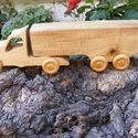 Játék fakocsi, kamion, Játék, Fajáték, Famegmunkálás, Hegyi juhar fából készült fajáték. Színtelen olajjal kezelve. Mérete:30,5x8x6cm, Meska