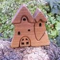 Fa házikó, fa vár, fa építő, Játék, Fajáték, Készségfejlesztő játék, Diófából készült, szétszedhető gyerekjáték, vagy  szobadísz. Színtelen olajjal kezelve. F..., Meska