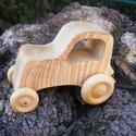 Játék fatraktor, faautó, Játék, Fajáték, Kőrisfából készült traktor. Színtelen olajjal kezelve.  Mérete:12x9x7cm, Meska