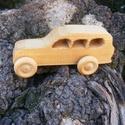 Játék fa autó, fakocsi, terepjáró, Játék, Fajáték, cseresznyefából készült fajáték, színtelen olajjal kezelve, Nincs színezve, a fának a természetes sz..., Meska
