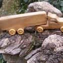 Játék fa kamion, fakocsi, Játék, Fajáték, Hegyijuharfából készült játék. Színtelen olajjal kezelve Mérete:31x8x6cm , Meska