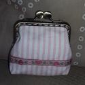 rózsaszín-fehér csíkos szögletes tárca fémkerettel, Táska, Pénztárca, tok, tárca, Pénztárca, Zsebkendőtartó, Varrás, Saját készítésű rózsaszín-fehér csíkos tárca 8,5 cm szögletes fémkerettel, közbéléssel és béléssel...., Meska