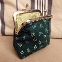 virágos, zöld szögletes tárca fémkerettel, Saját készítésű virágos, zöld tárca 8,5 cm...
