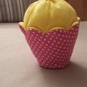 Muffin vaníliás, Dekoráció, Játék, Édes legyen, de ne hízlalós! Ez a megfelelő választás. A muffin alját mintás pamutvászonból varrtam,..., Meska