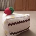 Torta csoki krémes, Dekoráció, Játék, Édes legyen, de ne hízlalós! Ez a megfelelő választás. A torta szeletet mintás pamutvászonból varrta..., Meska