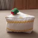Torta vaníliás, Dekoráció, Játék, Édes legyen, de ne hízlalós! Ez a megfelelő választás. A torta szeletet mintás pamutvászonból varrta..., Meska