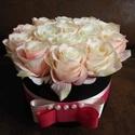 Rózsabox kishercegnőknek és nagyoknak, Dekoráció, Esküvő, Otthon, lakberendezés, Szerelmeseknek, Mindenmás, Virágkötés, Romantikus és rendkívül elegáns kompozíció, amely 16db púder- és krémszínű selyemrózsából készült. ..., Meska