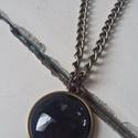 Antik keretes fekete üveglencsés lánc, Ékszer, Nyaklánc, 2cm-es medál antik bronz foglalatban hozzá illő 50cm-es láncon.  A képen látható dobozzal egy..., Meska