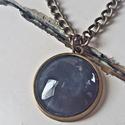 Kék üveglencsés lánc, Ékszer, Nyaklánc, 2cm-es medál antik bronz foglalatban hozzá illő 50cm-es láncon.  A képen látható dobozzal egy..., Meska