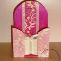 Pink, rózsaszín, fehér mintás zsebkendőtartó, Otthon, lakberendezés, Konyhafelszerelés, Tárolóeszköz, Doboz, Decoupage, transzfer és szalvétatechnika, Fenyőből készült zsebkendő tartó, melyet igazi lányos színek uralnak.  Rózsaszín, pink alap fehér k..., Meska