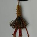 Bohém11, Ékszer, Nyaklánc, A lánc díszét egy  12 cm textil bojt alkotja, melyet kihímeztem gyönggyel, a közepéből gyön..., Meska