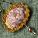 """Vintage rózsa, Ékszer, Nyaklánc, A nyaklánc érdekessége a romantikus , régi hangulatot idéző tenyérnyi medál. Textil"""" párnácska,"""", me..., Meska"""