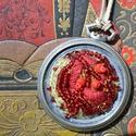 Vörös idő, Ékszer, Nyaklánc, Piros hímzés díszíti a kiürült óra helyét......a nevét ezért kapta.... Egy régi  antik , kopott zseb..., Meska