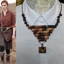 Vadonjáró, Ékszer, Nyaklánc, A nyaklánc állatbőr mintás textil felhasználásával készült, a központi rész  viaszolt zsi..., Meska