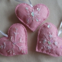 Hópihés, gyöngyös, rózsaszín szívek, Dekoráció, Karácsonyi, adventi apróságok, Karácsonyfadísz, Ünnepi dekoráció, Varrás,   3 db szívet varrtam, kizárólag kézi varrással. :-)  Hímeztem hópihe mintát, és gyöngyökkel, flitt..., Meska