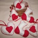 Piros Pöttyös függők (6db), Karácsonyi, adventi apróságok, Ajándékkísérő, képeslap, Karácsonyfadísz, Karácsonyi dekoráció, Varrás,   A dobozos pöttyös csomagom egyszerűbb változata, doboz nélkül. :-)  2 db fenyőfa (6.5× 7 cm) 2 db..., Meska