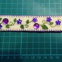 Csináld magad csomag-Lila Köves, hímzett filc KARKÖTŐ, Ékszer, Karkötő, Romantikus hangulatú, szuper választás lila színvilágú ruhákhoz!  :-)  Bézs színű filc, gy..., Meska
