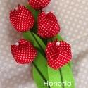 Piros pöttyös  tulipánok (5 db) -pöttyös, Dekoráció, Húsvéti díszek, Otthon, lakberendezés,  Piros pöttyös anyagból varrtam őket.  Hossza: 27cm.  Az ár 5db - ra vonatkozik.  Bármilyen kérdésed..., Meska