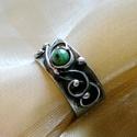 Zoisit gyűrű, Ékszer, Gyűrű, Ékszerkészítés, Fémmegmunkálás, Saját tervezésű egyedi kézműves alkotás.  A gyűrű Tiffany technikával készült zoisit és ólommentes,..., Meska