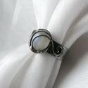 Szivárvány holdkő gyűrű, Ékszer, Gyűrű, Ékszerkészítés, Ötvös, Saját tervezésű egyedi kézműves alkotás.  A gyűrű Tiffany technikával készült holdkő és ólommentes,..., Meska