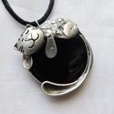 Sólyomszem cica - medál, Saját tervezésű egyedi kézműves alkotás.  A ...