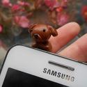Telefonba dugható kutyus, Mindenmás, Furcsaságok, Gyurma, LEÍRÁS - Telefon jack dugójába dugható kutyus - Méretek (kb.) 1,8cm x 2,4cm x 1,7cm - Anyag: süthet..., Meska