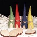 Waldorf manók - színesben -színezhető koronggal, A négy kis manó alapja kis fa figura. Gyapjúfil...