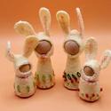 Nyuszi család -  waldorf inspiráció, A nyuszi család alapja kis fa figura. Fehér gyap...