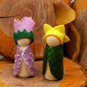Manópár - Nárcisz és Harangvirág - waldorf inspiráció , A két kis manó alapja kis fa figura. Gyapjúfilc...