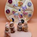 Évszak manók  és a hét napjai - forgatható gyapjúfilc mandala, A négy kis manó alapja kis fa figura. Gyapjúfil...