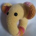 Horgolt elefántos csörgő