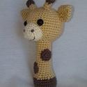 Horgolt zsiráf csörgő