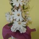 Horgolt ballagási csokor, Dekoráció, Otthon, lakberendezés, Ünnepi dekoráció, Dísz, Csokor, Horgolással készült virágok díszítik a csokrot. 3 db margaréta és 6 db tölcsérvirág talá..., Meska