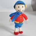 Pinokkió, Játék, Játékfigura, Pinokkió  Piros kabátkában, kék nadrágban. Sállal, és kék sapkában. Horgolással készítet..., Meska