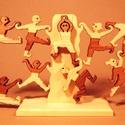 """Akrobaták - keményfából készült, variálható szobadísz, játék, Dekoráció, Játék, Fajáték, Készségfejlesztő játék, Famegmunkálás, Újrahasznosított alapanyagból készült termékek, Az """"akrobaták""""  a forma-tér és egyensúlyérzéket fejlesztő játék. A különböző mozdulatú figurák egys..., Meska"""