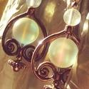 Telihold, Ékszer, Esküvő, Fülbevaló, Esküvői ékszer,   Színjátszó gömbölyű üveggyöngy az ékessége ennek a fülbevalónak. Hossza: 3,50 cm Akasztója 925-ös ..., Meska