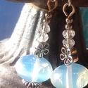 Opalit gyöngyös fülbevaló, Ékszer, Esküvő, Fülbevaló, Esküvői ékszer,   Egy szépséges opalit rondel az ékszer fő eleme, további apró kristályokkal és ezüst színű szerelék..., Meska