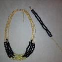 Fekete-arany nyaklánc és karkötő, Ékszer, óra, Ékszerszett, Ékszerkészítés, Gyöngyfűzés, 43 cm hosszú, arany és fekete színű gyöngyökből készült négy soros nyaklánc, amely az 5,5 cm-es lán..., Meska