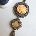 Narancssárga rózsás medál nyaklánc  - barna,  bronz,  narancssárga,  fehér,  beige , Különleges, gondos munkával készített medál ...