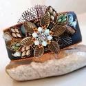 Szépség  - karkötő , Ékszer, Karkötő, A karkötő középére egy virágot készítettem swarovski kristályokkal,  japán és cseh gyöngyökkel, fém ..., Meska