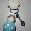 Matrjoska (матрёшка) kulcstartó gyöngyökkel díszítve (kék-csíkos), Dekoráció, Varrás, Ezt a kedves kulcstartót filcanyagból készítettem. Színében illő fonallal öltöttem össze, és harmon..., Meska