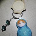 Matrjoska (матрёшка) kulcstartó gyöngyökkel díszítve (kék madaras), Dekoráció, Varrás, Ezt a kedves kulcstartót filcanyagból készítettem. Színében illő fonallal öltöttem össze, és harmon..., Meska