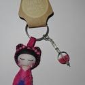 Gésa kulcstartó gyöngyökkel díszítve (pink), Dekoráció, Mindenmás, Kulcstartó, Dísz, Ezt a kedves kulcstartót filcanyagból készítettem. Színében illő fonallal öltöttem össze, ..., Meska