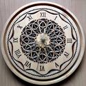 Mandala -  Faragott Falióra, Dekoráció, Képzőművészet, Dísz, 24x24 cm. Ék faragási technikával készült. Alapanyaga: bükkfa, felületkezelése vizes pác , majd leno..., Meska