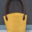 Okkersárga gyapjúfilc táska