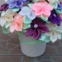Asztal dísz, Dekoráció, Dísz, A virágok szatén szalagból készültek, 26 cm széles,23 cm magas,a virágok 7 cm-esek. Bármilye..., Meska